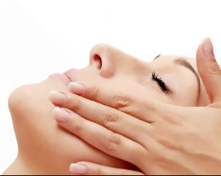 microdermabrasion-lady-hands-on